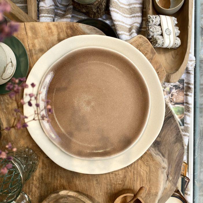 assiette à dessert Maguelone couleur châtaigne, fabriquée en France par Jars céramistes