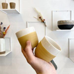 gobelet en grès curcuma, jardin de maguelone, jars céramistes, Lodge boutique