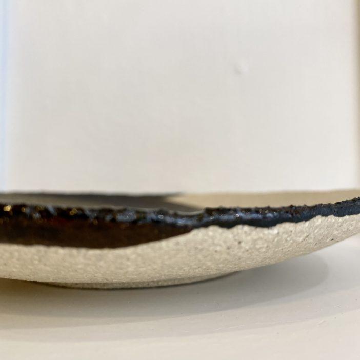 Assiette à pain Wabi Seidou en grès fabriquée en France par Jars céramistes - boutique Lodge