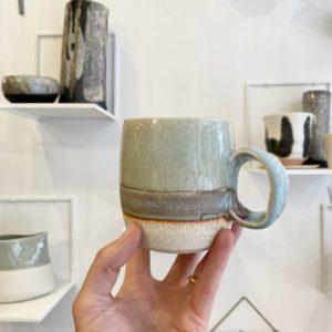 mug en porcelaine lagon, sylvie espagnol, lodge boutique
